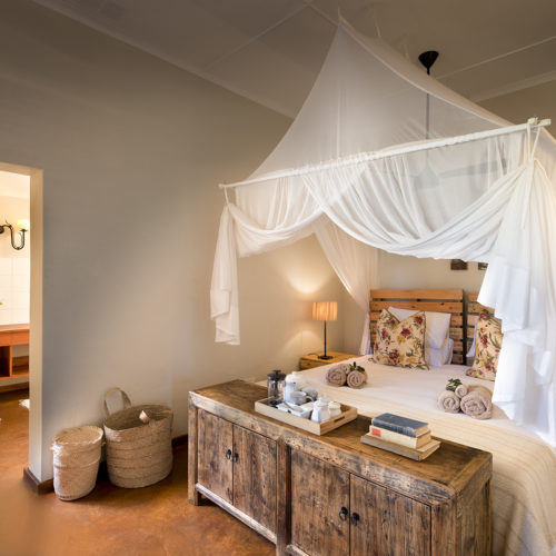 Safari bush house bedroom ensuite